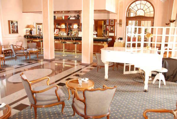 Grand Hotel Gardone Riviera, abends in der Bar...