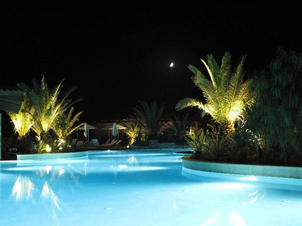Sallaterrana der Hotels by night