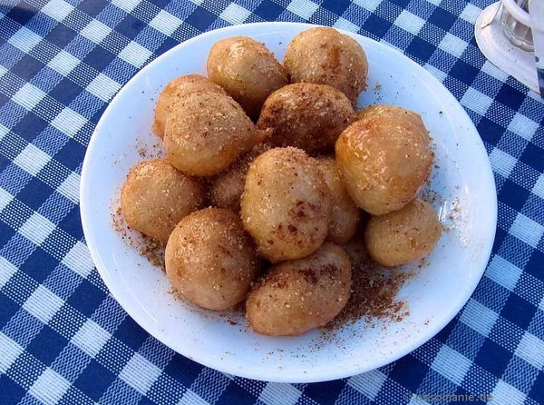 Leckere Loukoumades in Olymbos